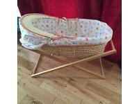 Moses basket & vibrate seat