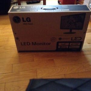 LG 22 inch LED monitor for sale