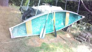 Canoë fibres de verres 12 1/2 pieds bout carré