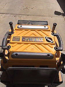 DEWALT 735 THICKNESS PLANER WITH EXTENSION FEED TABLE S