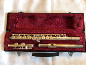 Yamaha YFL 225S Flute in Original Case - Very Good Condition