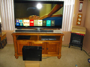 Samsung K4 Smart TV and Soundbar with subwoofer