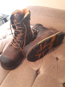 Never worn Dakota steel-two work boots