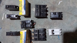 """Lot of 10 circuit breakers varying amps """"Reduced"""" 99$"""