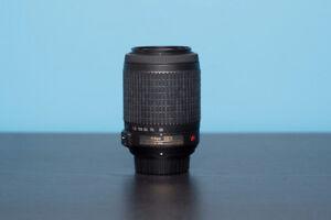 Lentille 55-200mm Nikon + étui / 55-200mm lens + case