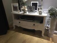 White Shabby Chic distressed the unit / stand / sideboard / cupboard