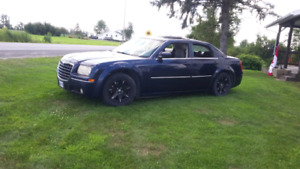 Chrysler 300 limited edition built in tv/dvd/electric start