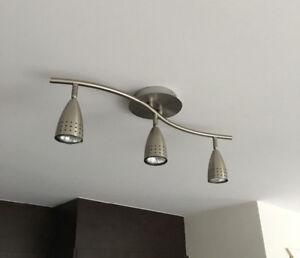 Superbe plafonnier de 3 lampes en couleur inox