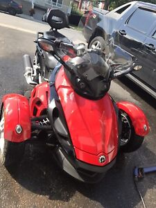 2009 can am spyder avec 3000$ de stock