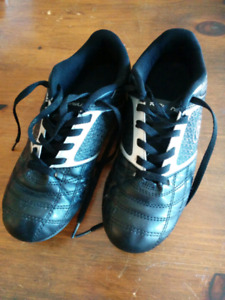 Soccer cleats - mens size 6