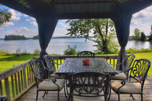 Bord de l'eau - maison a vendre / Waterfront - House for sale
