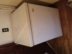 Small apt size freezer for sale! Looks good / works great !