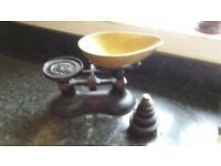 Old Fashion Cast Iron Weighing Scales