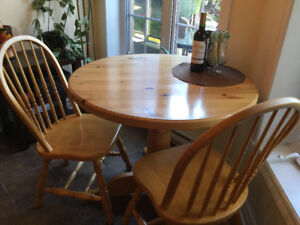 Solid pine table with 4 maple chairs