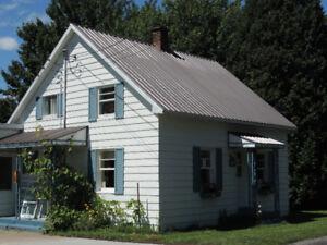 Coquette maison ancestrale à vendre, Saint-Boniface
