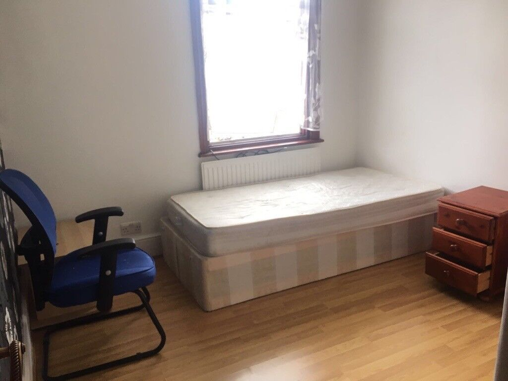 Room to Rent In Seven Kings IG3 9XJ ===RENT £445 PCM ALL BILLS INCLUDED===