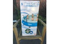 Swimming pool, family size with filter - Brand new and in still in box