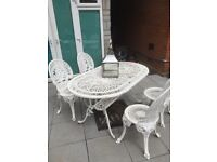 Solid garden and 4 chairs white