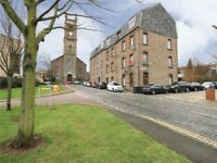 2 bed flat in Crescent Lane, Dundee