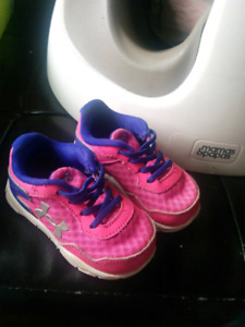 Size 4 under armour sneakers