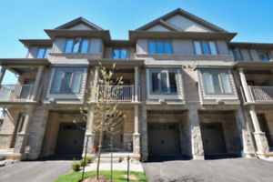 Executive Townhome-2+Den Steps To The Lake !