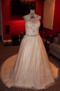 NEW NEVER WORN WEDDING DRESS