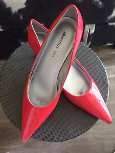 New hot red pumps for sale!