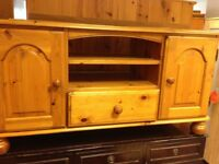 Solid pine 2 door 1 drawer tv/hi do cabinet vgc