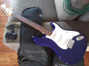 Guitare Fender Squier Strat avec accessoires