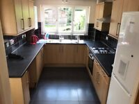 Spacious Three Bed House in Ilford (Part-Dss Accepted)