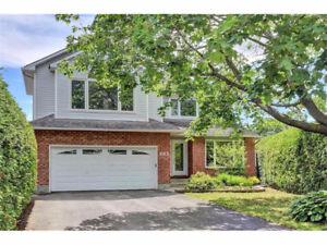 682 Farmbrook Crescent...WOW!