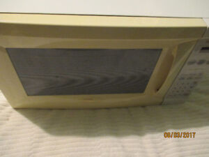 Quality Panasonic 1100 Watt Microwave with Inverter