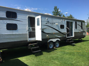 2015 Zinger by Crossroads (39 ft Park Model) w free storage