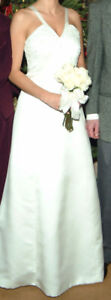 Size 4/5 wedding dress for sale with matching shall.
