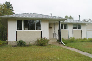 Awesome starter bungalow in Lacombe Park in St. Albert!