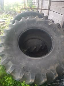 Firestone 24.5 - 32 combine tires