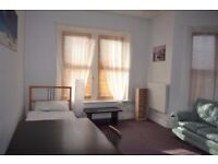 Nice, Large and Bright room to rent in Kingswood, £450 incl.