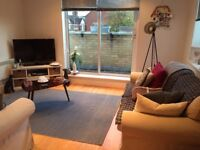 Large double room in 2 bed flat 4 mins from Earlsfield station. Balcony, large lounge. From 1st Sept