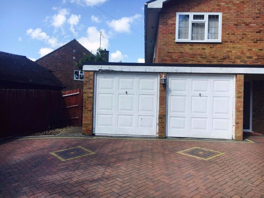 LARGE GARAGE available for storage space   Crawley (RH10)