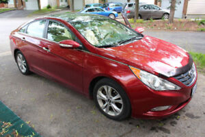 LIMITED 2013 Hyundai Sonata Sedan - Perfect Condition