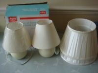 2 BEDSIDE LAMPS & 2 LIGHT SHADES (NEW)