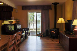 Lakefront Cottage For Coming Weekend 40% OFF .