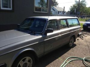 1989 and 1991 Volvo 240 Wagons