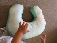 Breast feeding cushion / support baby to sit up cushion