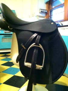 Wintec All Purpose Adjustable Gullet Saddle
