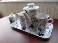 China Coffee pot and Sugar bowl
