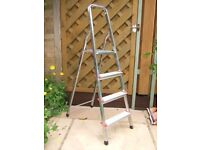 TITAN STEP LADDER.