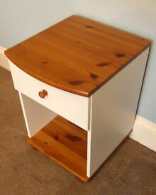 Pine & Cream Bedside Cabinet / Bedside Table with one drawer H22.5in/57cm W15.5in/39cm D16in/41cm