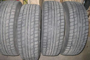"Four DUNLOP 195/65-R15 GRASPIC DS-2 ""Digi-Tyre Studless"" winter"