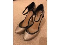 Size 6 Gold Glitter Heels